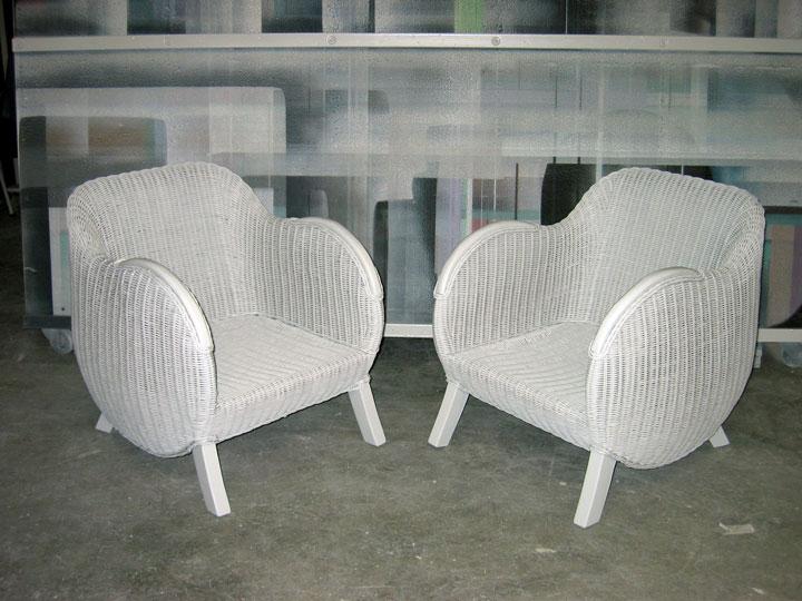 Rieten fauteuils zijdeglans wit gespoten