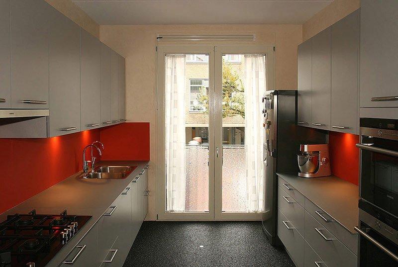 keukenkastjes ontdaan van gescheurde folie