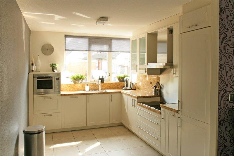 kersen hoek keuken spuiten