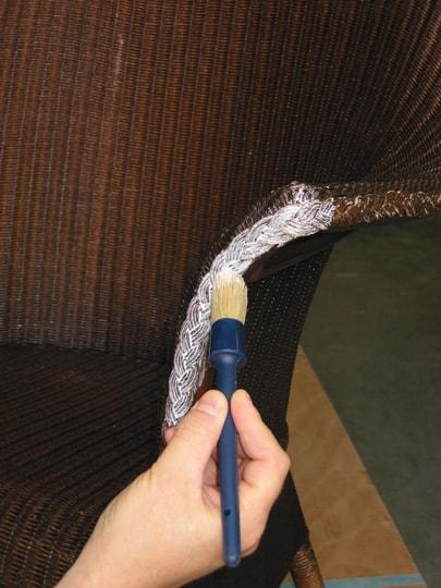 lloyd loom stoel tijdens reparatie en opknappen