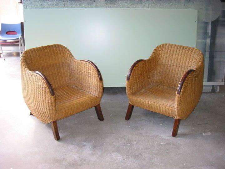 Rieten fauteuils voor het overspuiten in zijdeglans wit
