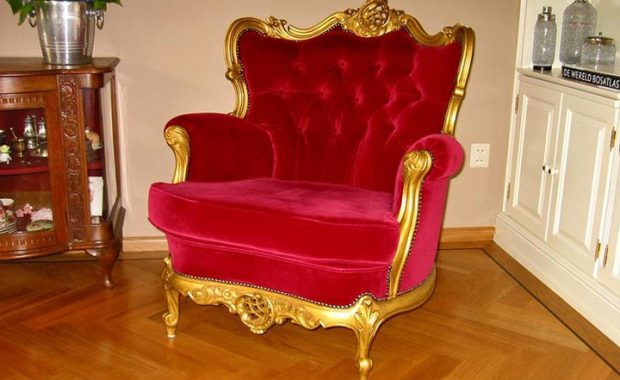antieke stoelen laten spuiten