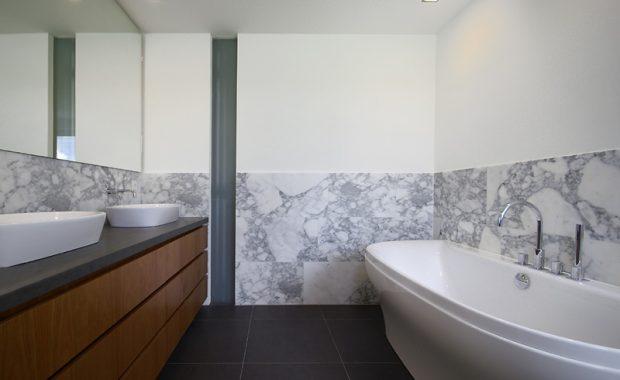 badkamer meubel laten spuiten en beitsen
