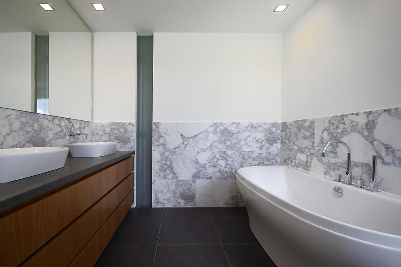 badkamer meubel spuiten en beitsen in elke kleur hoogglans en zijdeglans